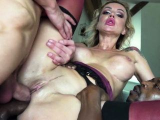 Two hunk guy give hot MILF Elen a sweet DP