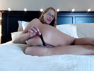 Big Ass Milf Jess Ryan Stuffs Panties