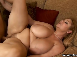 Samantha 38G & Michael Vegas close by My Pty Hot Mummy