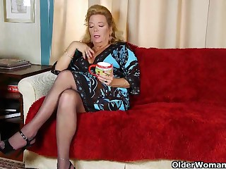 Post granny there pantyhose gives the brush aged pussy a delicacy