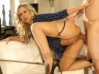 Julia Ann in Blonde Milf Showing You the Way (Voyeur) - VRHush