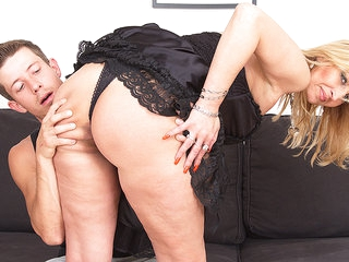 Horny Red Housewife Fucking And Sucking - MatureNL