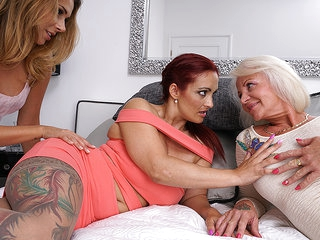Three Old And Young Lesbians Make Out With Eachother - MatureNL