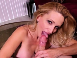 Juicy MILF Angela working on her bf cock