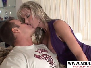 Perfect Body Mother Jordan Lynn Gives Handjob Good Touching Step-son