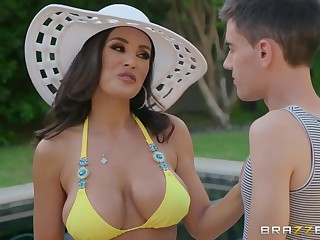 Lisa Ann - Lisas Pool Boy Toy