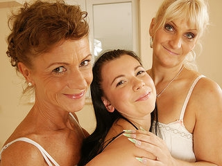 Three Old And Young Lesbians Have Great Fun - MatureNL