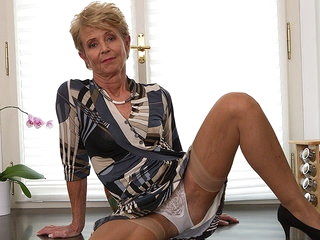 Elegant Grandma Shows Off Sexy Body And Plays With Her Toy - MatureNL