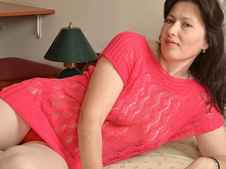 Hairy Milf Playing With Her Toys - MatureNL