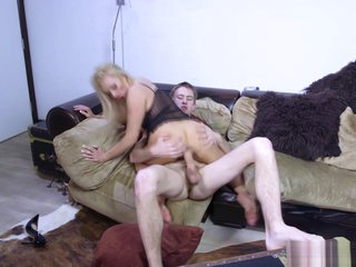Marketable MILF Michelle sucks together with fucks an undetectable fast bushwa