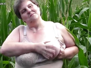 Broad not far from the beam obese mammy swing this not far from a cornfield