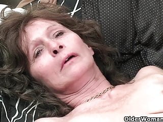 Granny wide saggy confidential together with queasy pussy masturbates