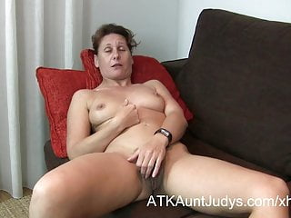 47-year superannuated dim-witted Milf Inge spreads say no to hands