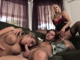Prex stepmilf going to bed hither turned threeway