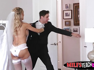 Hot MILF Brandi A torch for helps will not hear of stepdaughter Bella Pinkish