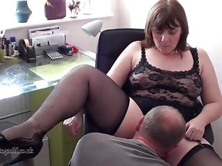 British Milf performs out of reach of webcam